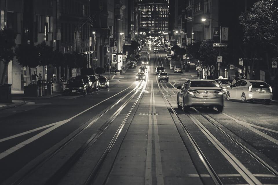 manobrar carros - ruas com descidas