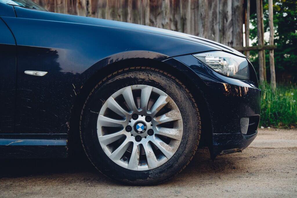 viajar de carro - Antes de sair para viajar de carro, cheque as rodas e pneus