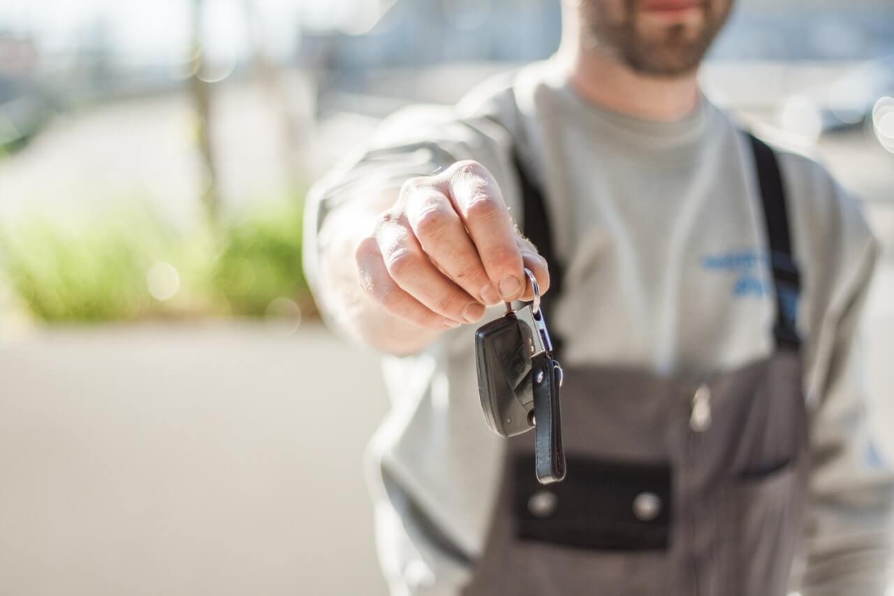carro em concessionária - Agora mostraremos as vantagens de comprar um veículo de um vendedor particular