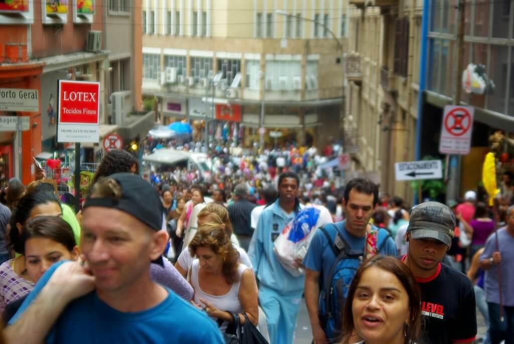 pontos turísticos em São Paulo - Fazer compras na 25 de Março