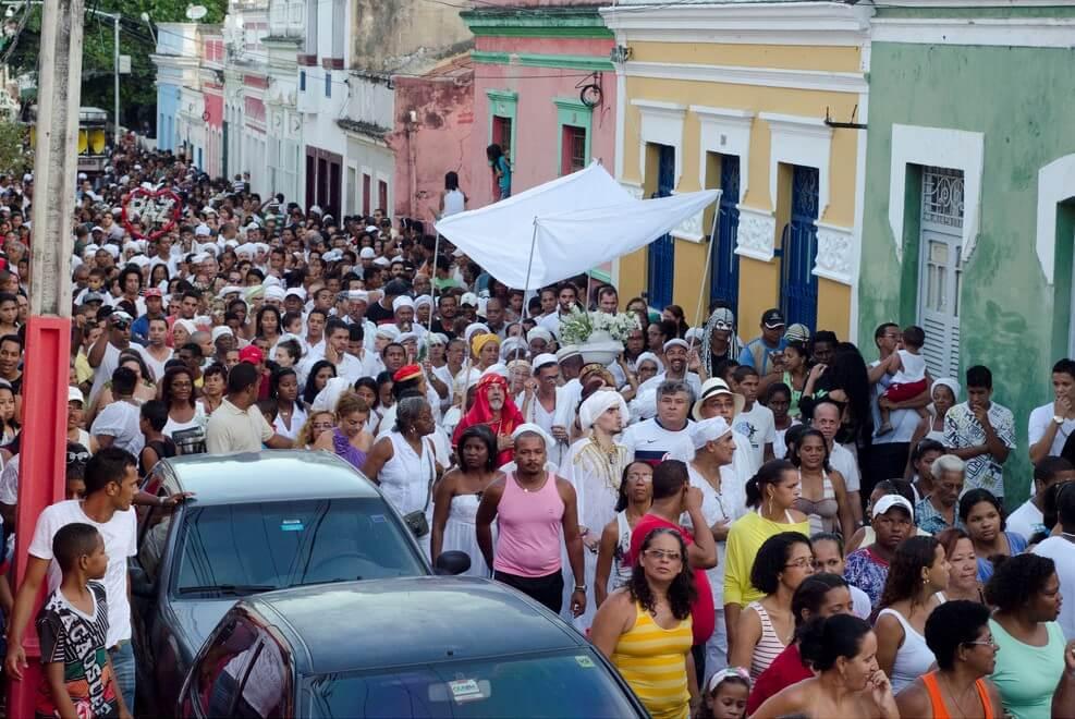 festas populares brasileiras - Lavagem da Escadaria do Bonfim: uma festa de tradição e fé