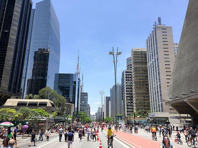 pontos turísticos em São Paulo - Andar pela mais paulista das avenidas