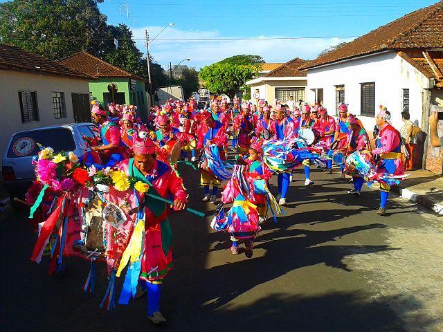 festas populares brasileiras - Congada: história e crença nas festas populares brasileiras