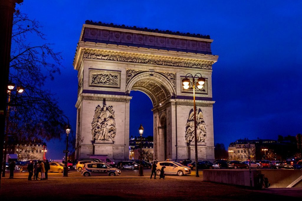 passeios em Paris - Arco do Triunfo: um monumental passeio em Paris