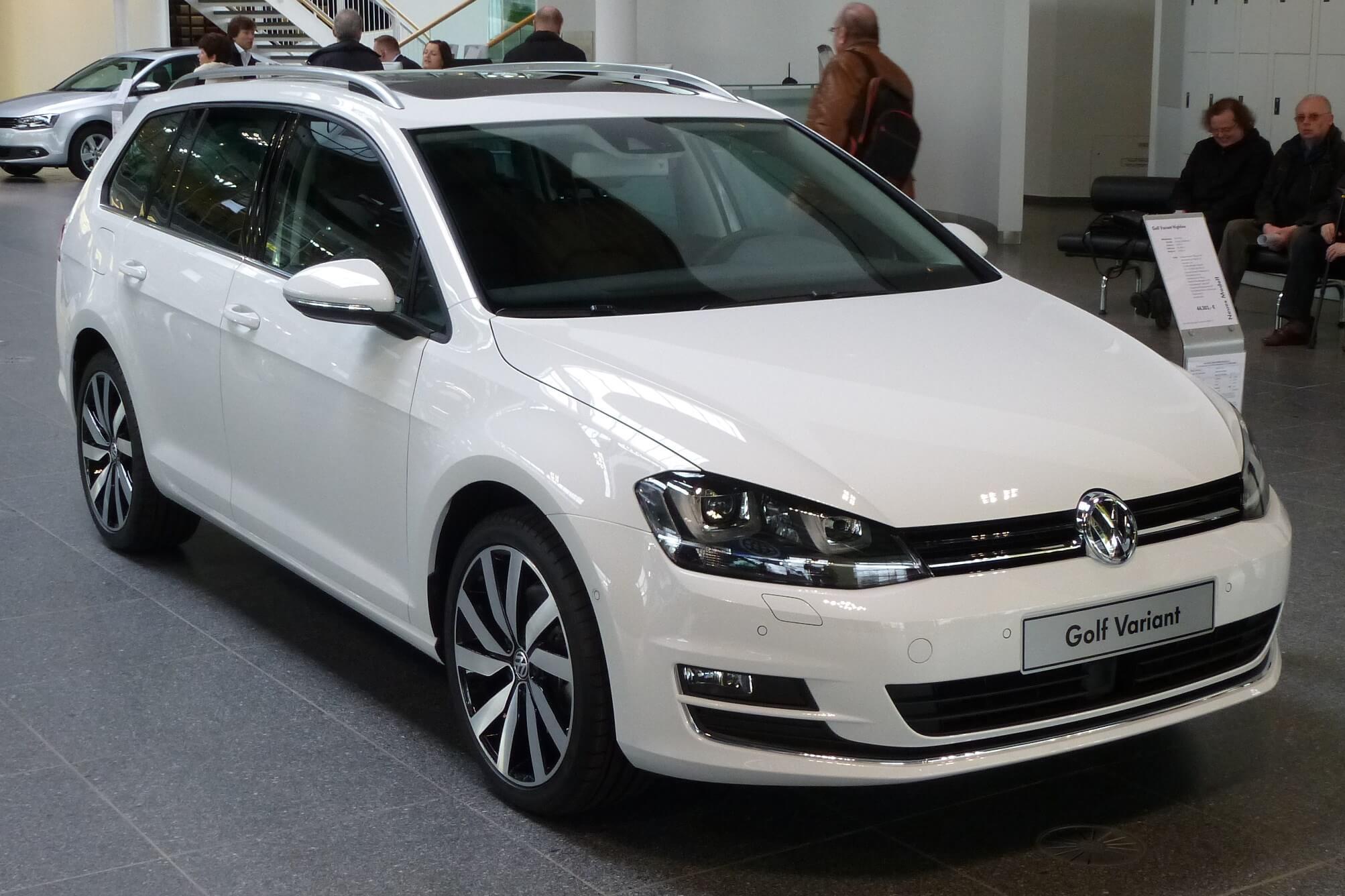 teto solar panorâmico - Volkswagen Golf Variant Comfortline – R$ 103.220