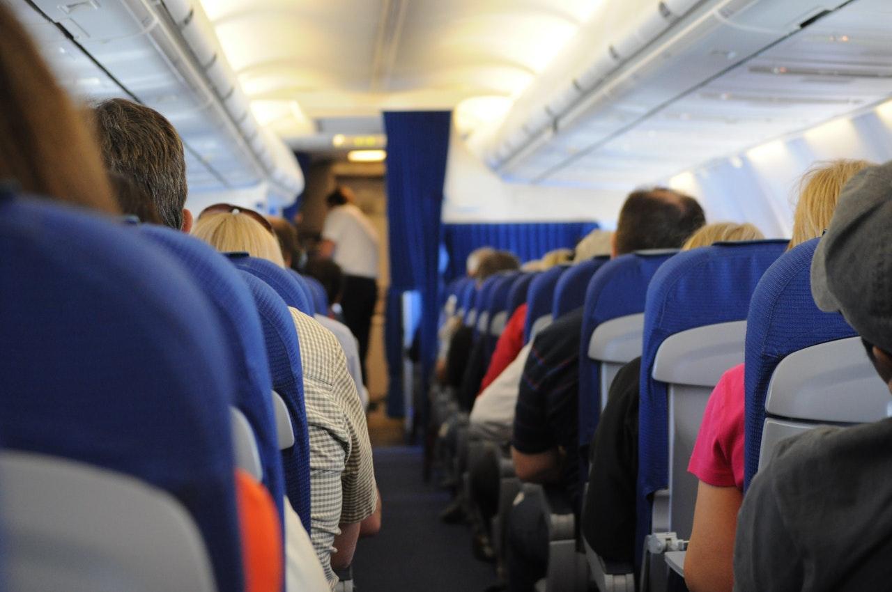 dicas para se adaptar ao fuso horário - Dormir no avião pode ser uma boa