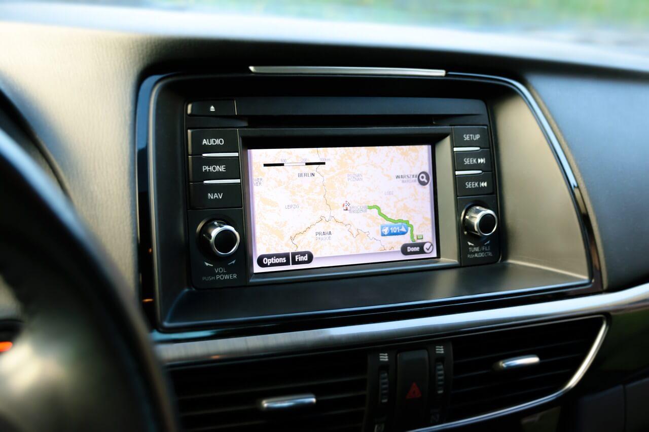 central multimídia - GPS comandado por voz