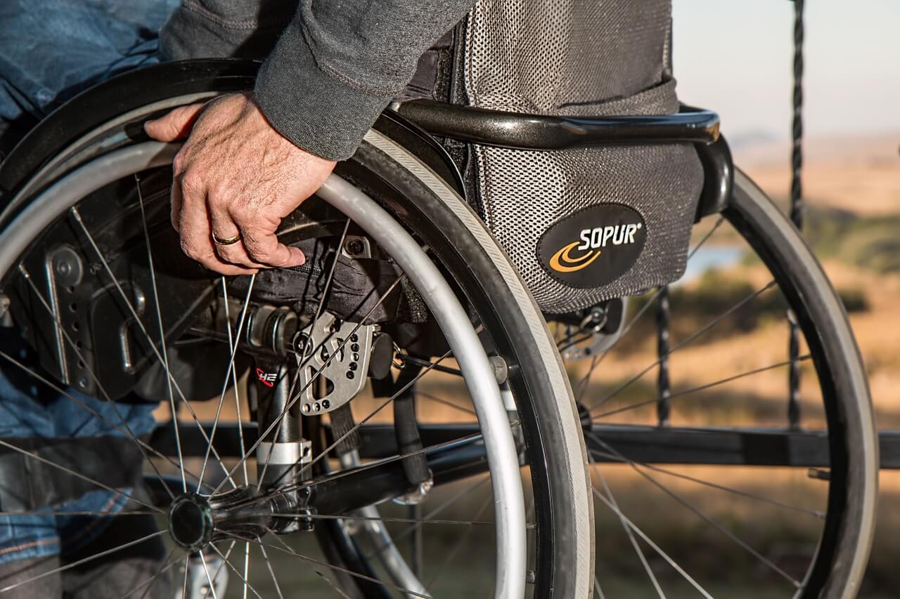 trazer na bagagem - Cadeira de rodas e carrinho de bebê