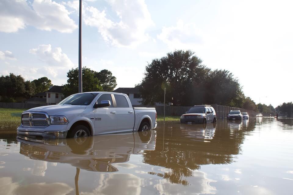 carros na enchente